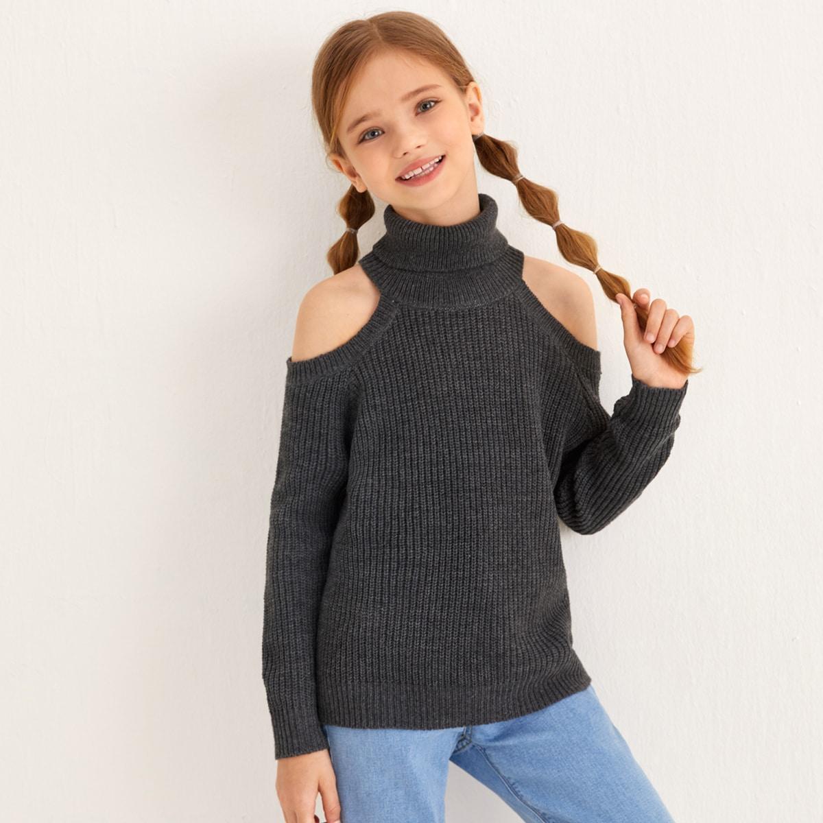 Вязаный свитер с высоким воротником и разрезом
