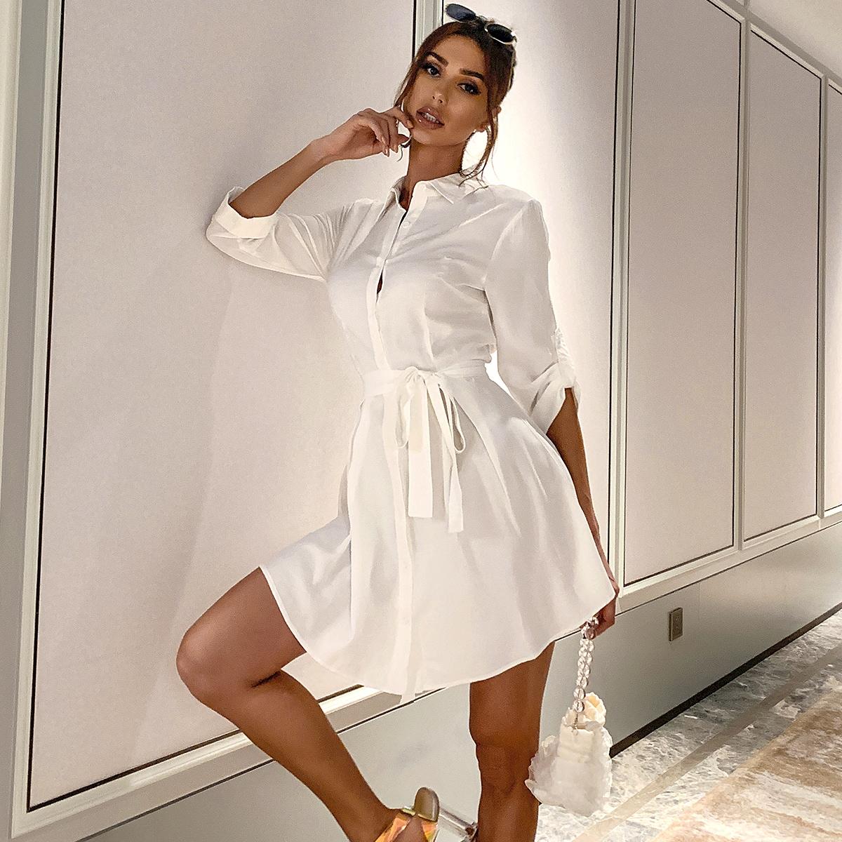 Платье с поясом и пуговицами