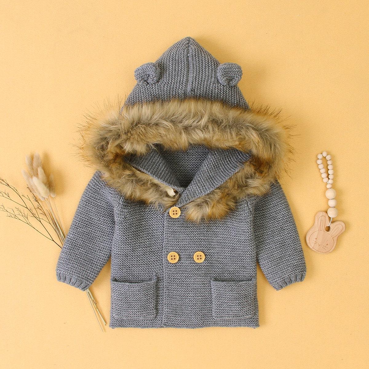 Свитер пальто с капюшоном и искусственным мехом