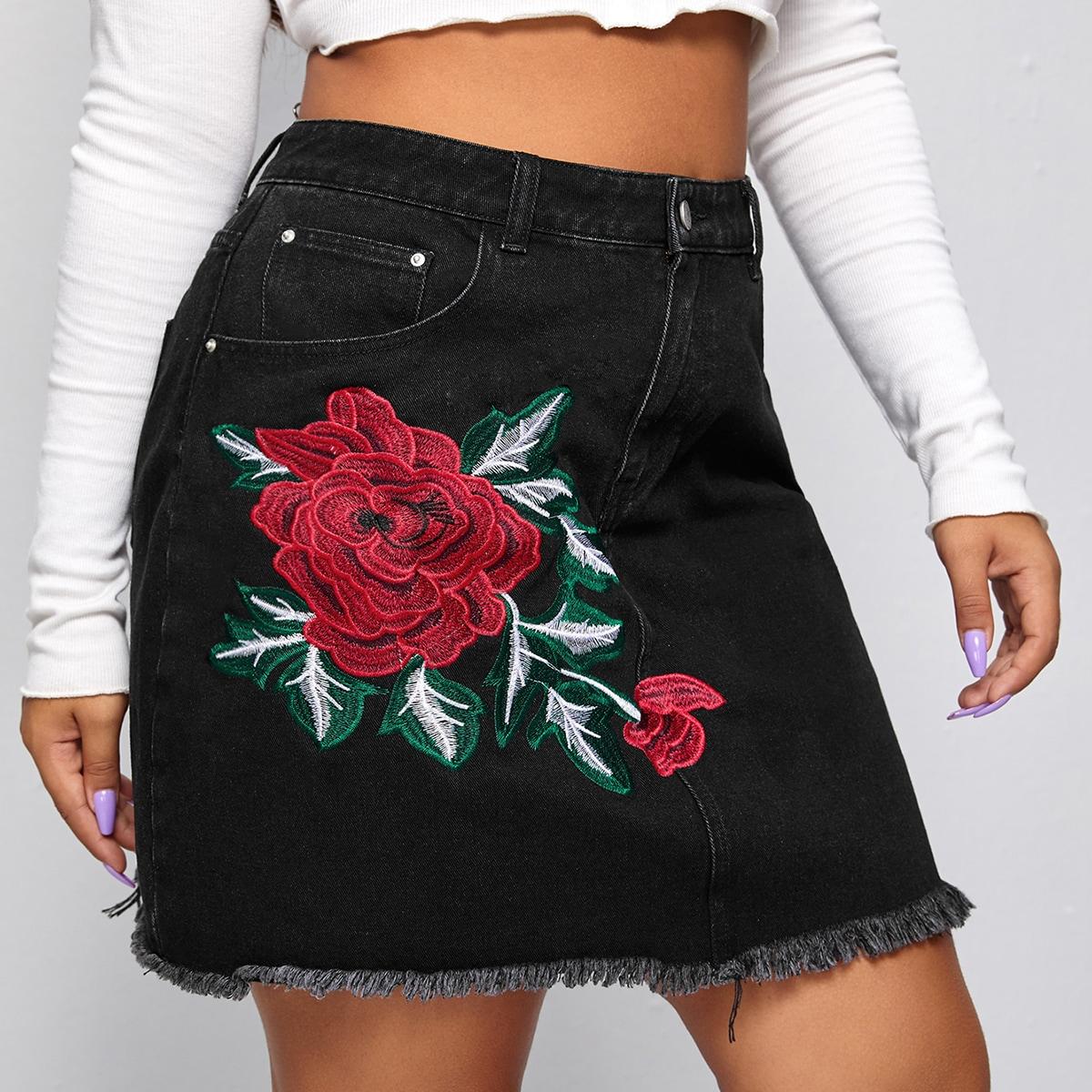 Джинсовая юбка размера плюс с цветочной вышивкой