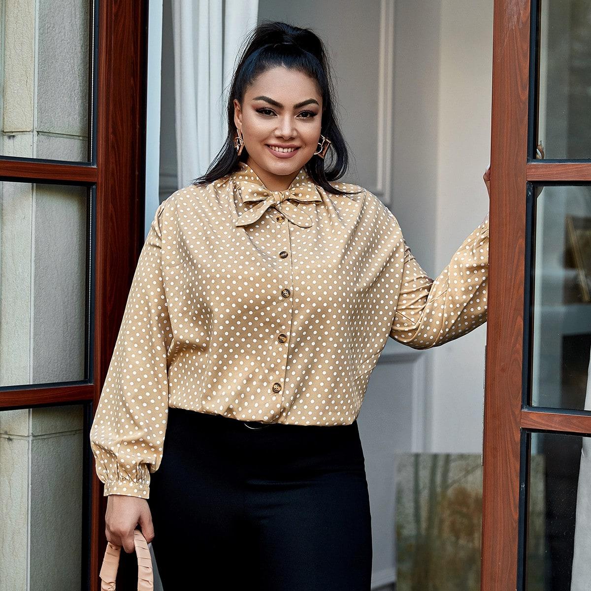 Блуза с воротником-бантом в горошек размера плюс
