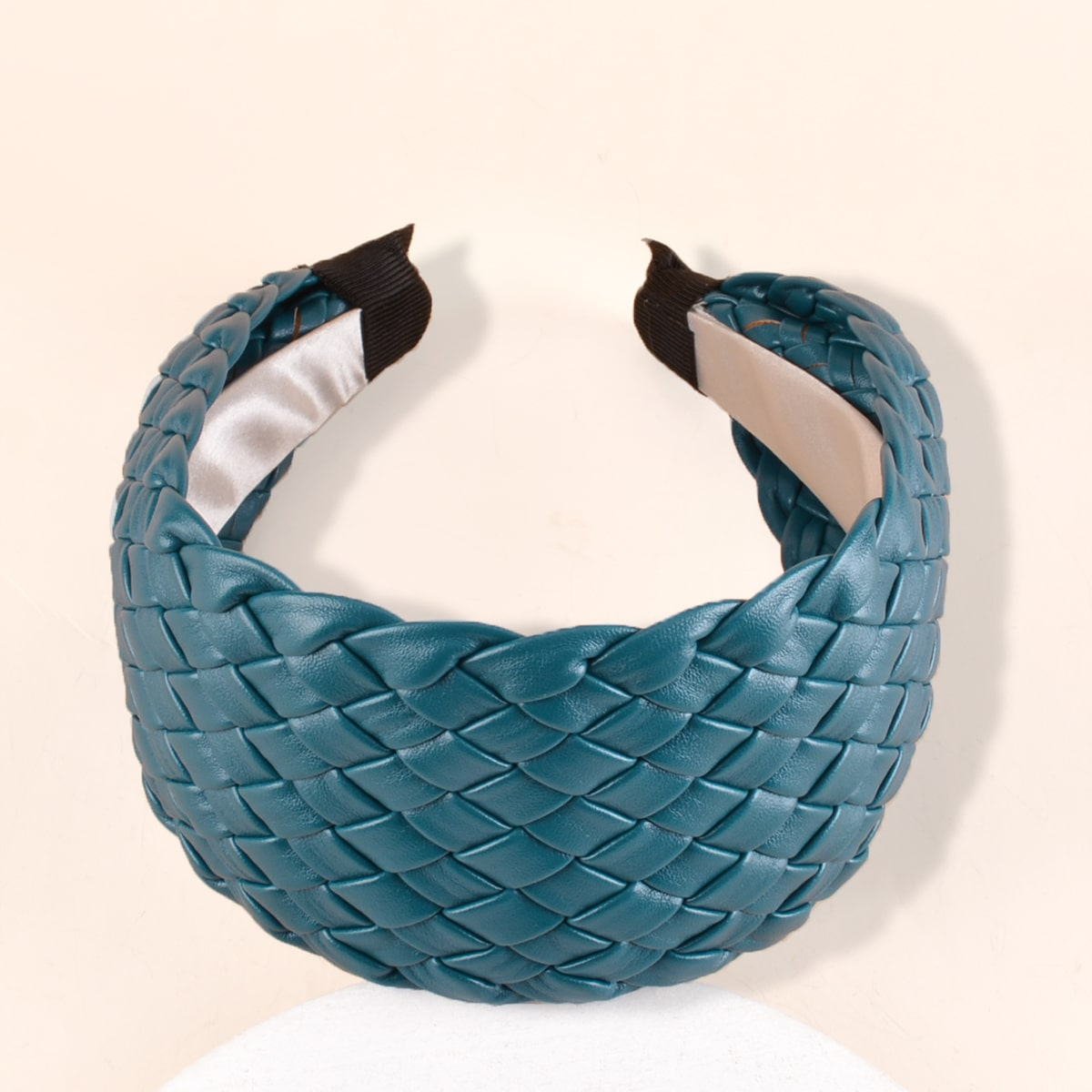 Плетеный ободок для волос фото