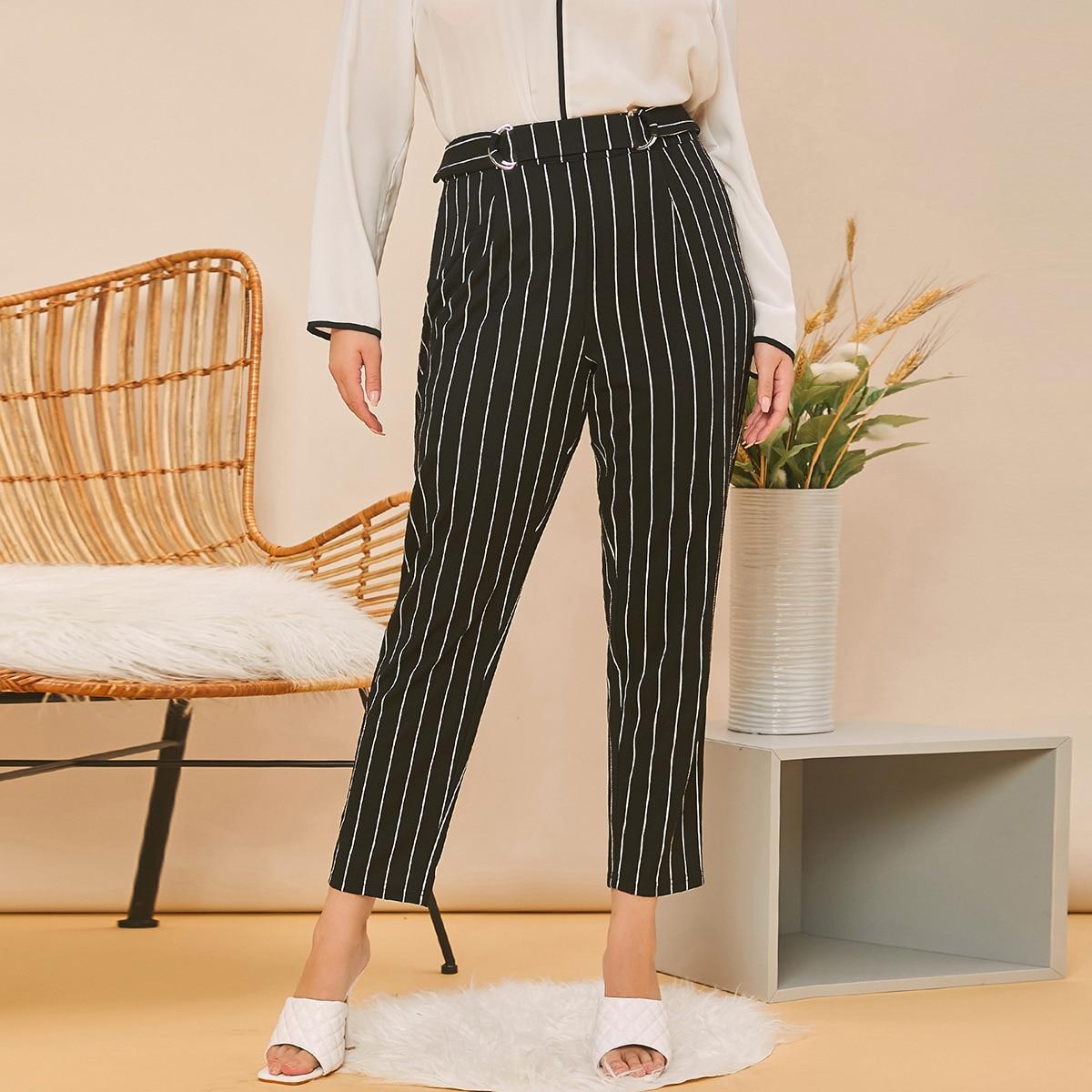 SHEIN / Pantalones cortos con cinturón de rayas