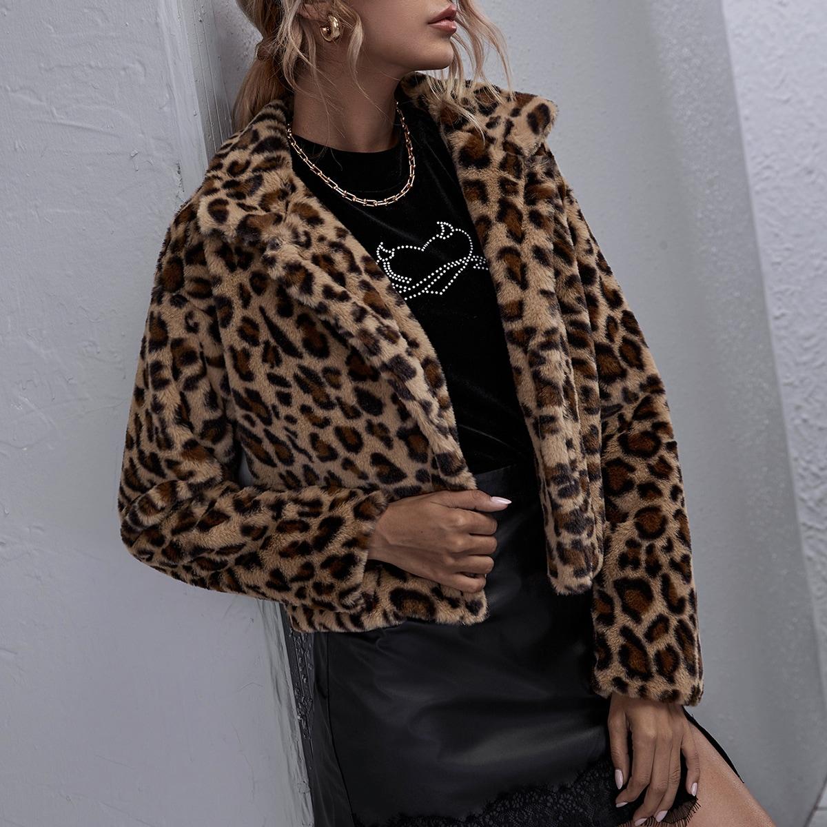 Пальто из искусственного меха с леопардовым узором