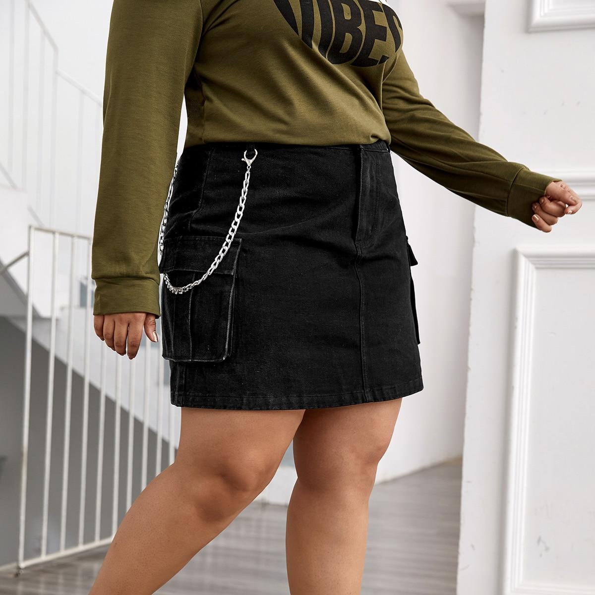 Джинсовая юбка размера плюс с карманом и цепочкой