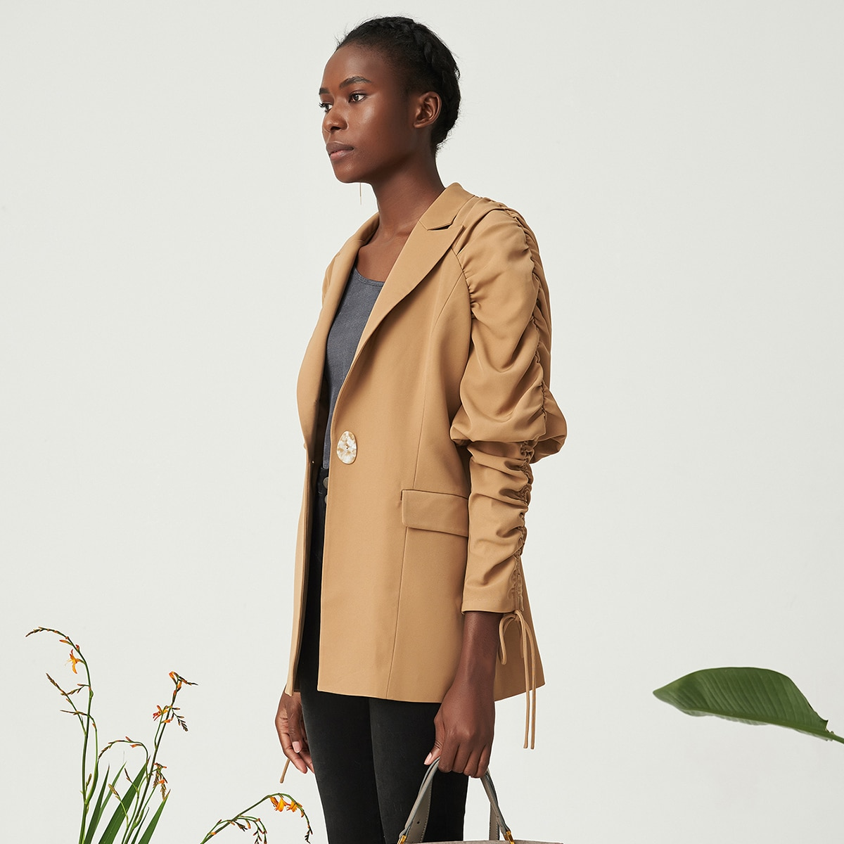 Пиджак на кулиске со сборкой на рукавах от SHEIN