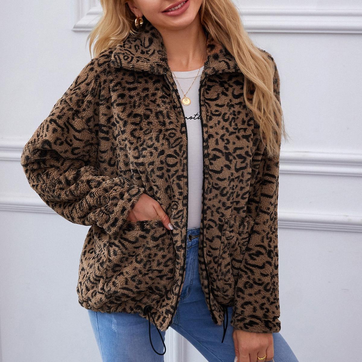 Пальто из искусственного меха с леопардовым принтом на кулиске
