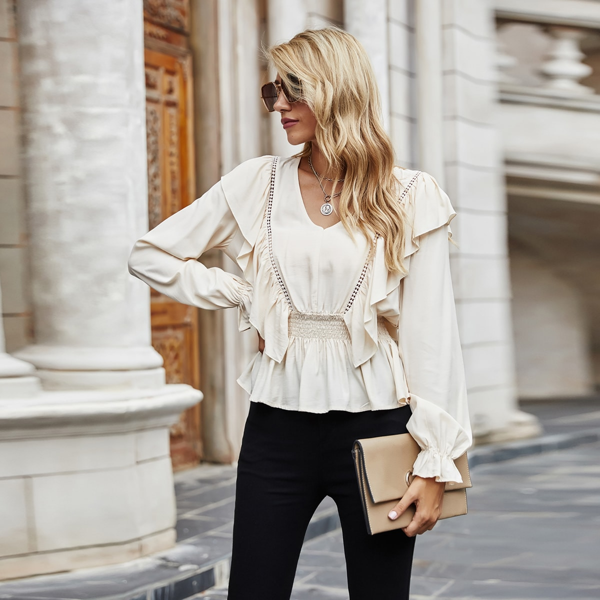SHEIN / Bluse mit Rüschenbesatz, geraffter Taille und Schößchen