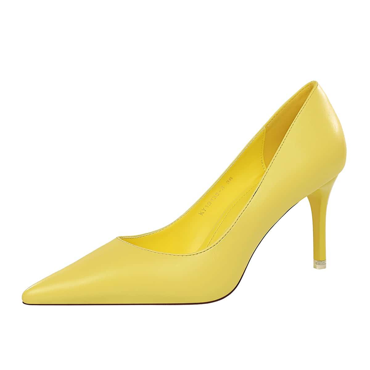 Остроконечные туфли на шпильках