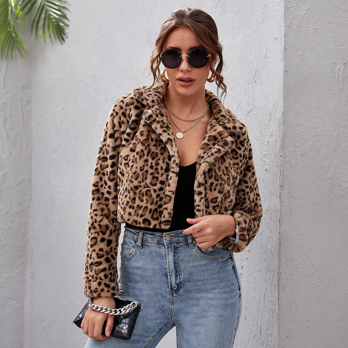 Пальто из искусственного меха с леопардовым рисунком