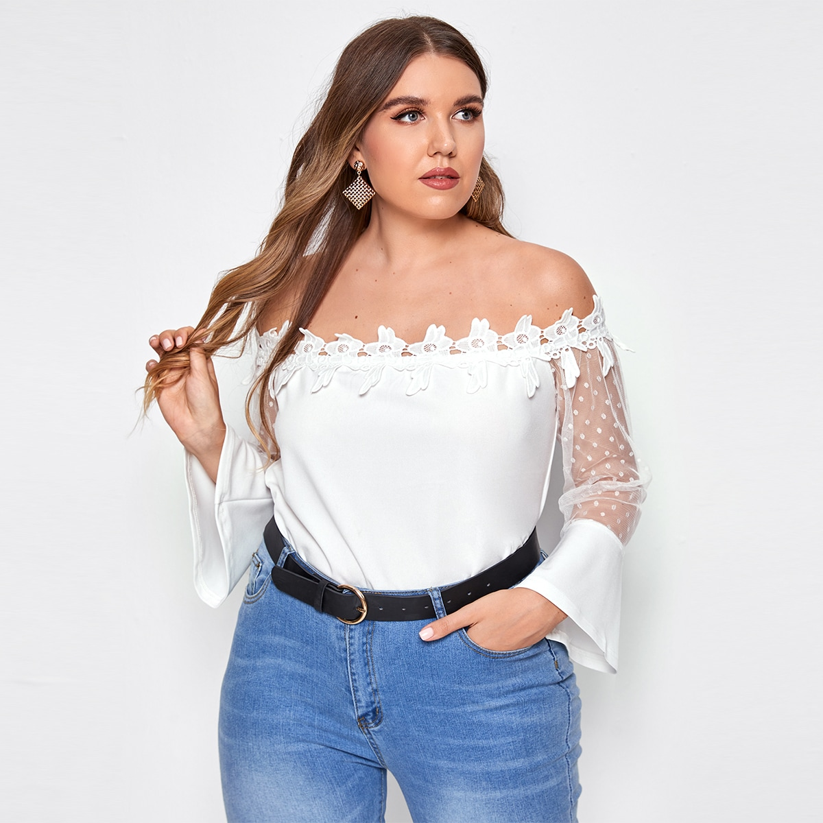 SHEIN / Schulterfreie Bluse mit Netzeinsatz und Applikation