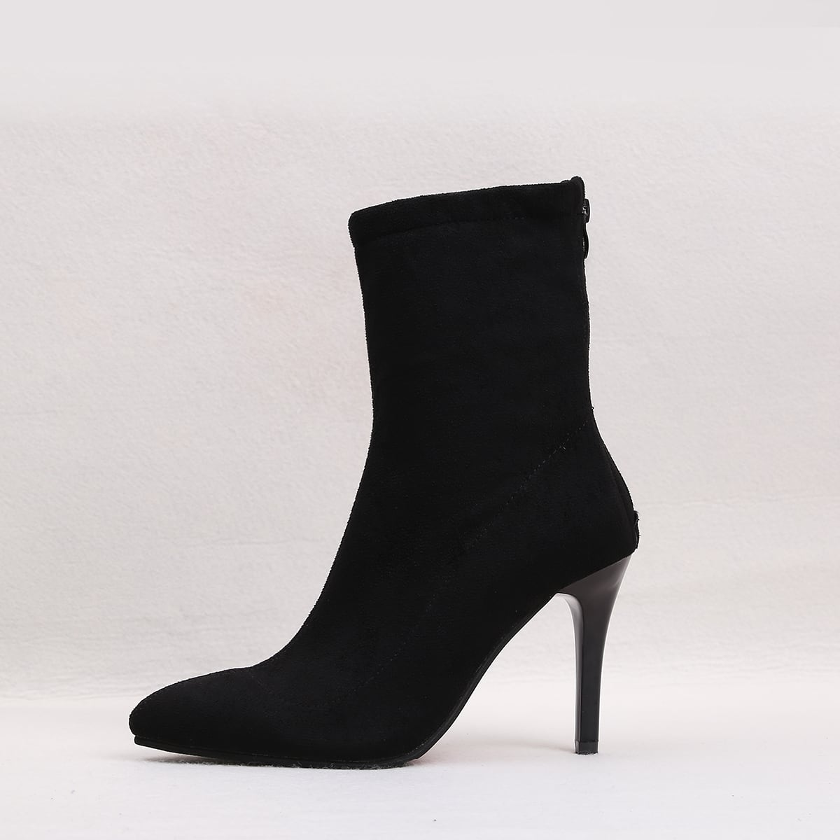 Замшевые сапоги на каблуках от SHEIN