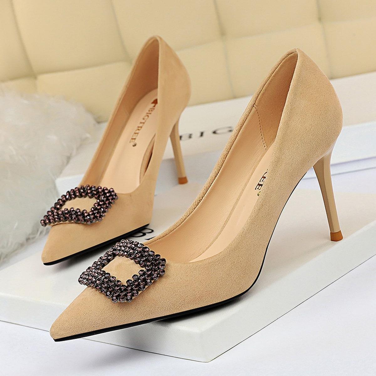 Туфли на шпильках с пряжкой