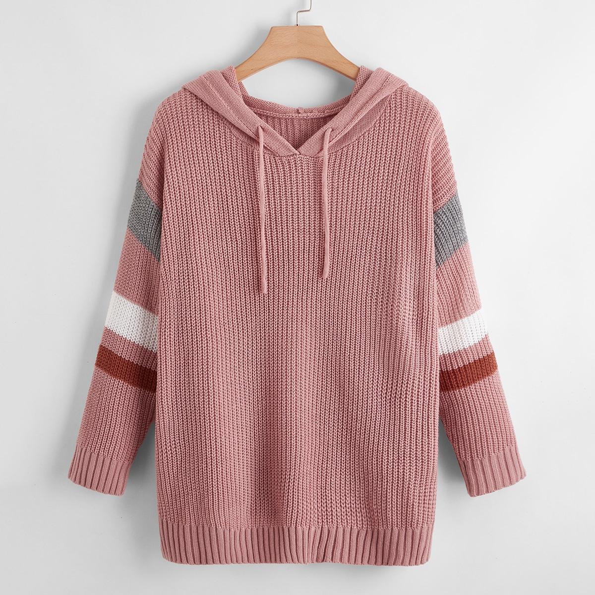 Контрастный свитер с капюшоном размера плюс