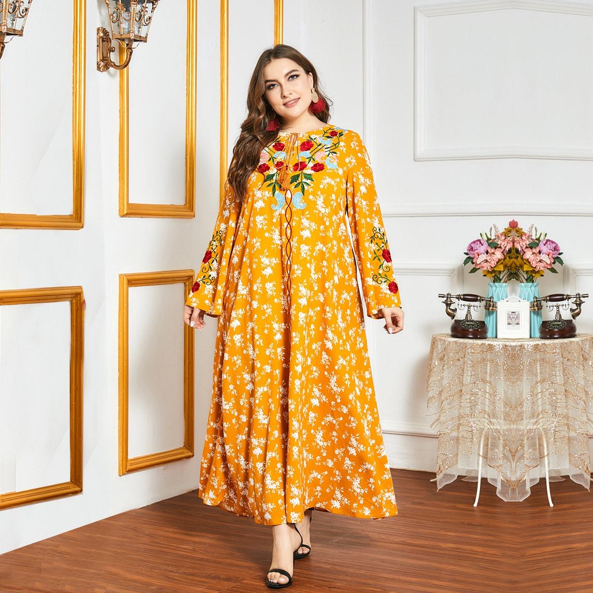 SHEIN / Kleid mit Blumen, Paisley Stickereien und Halsband