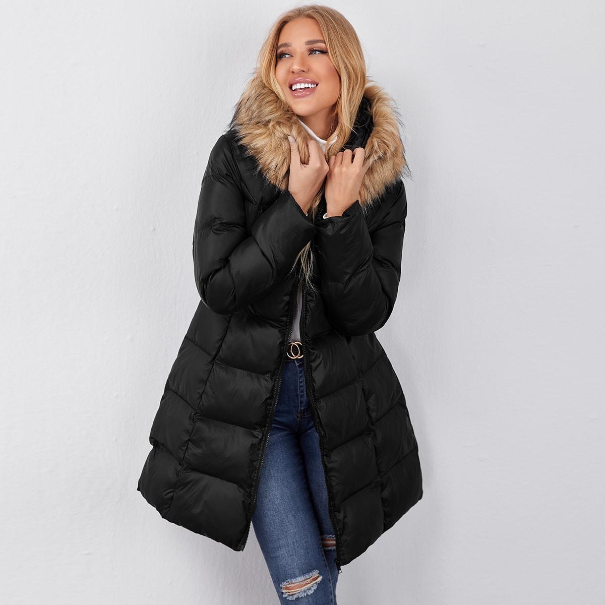 Стеганое пальто с искусственным мехом