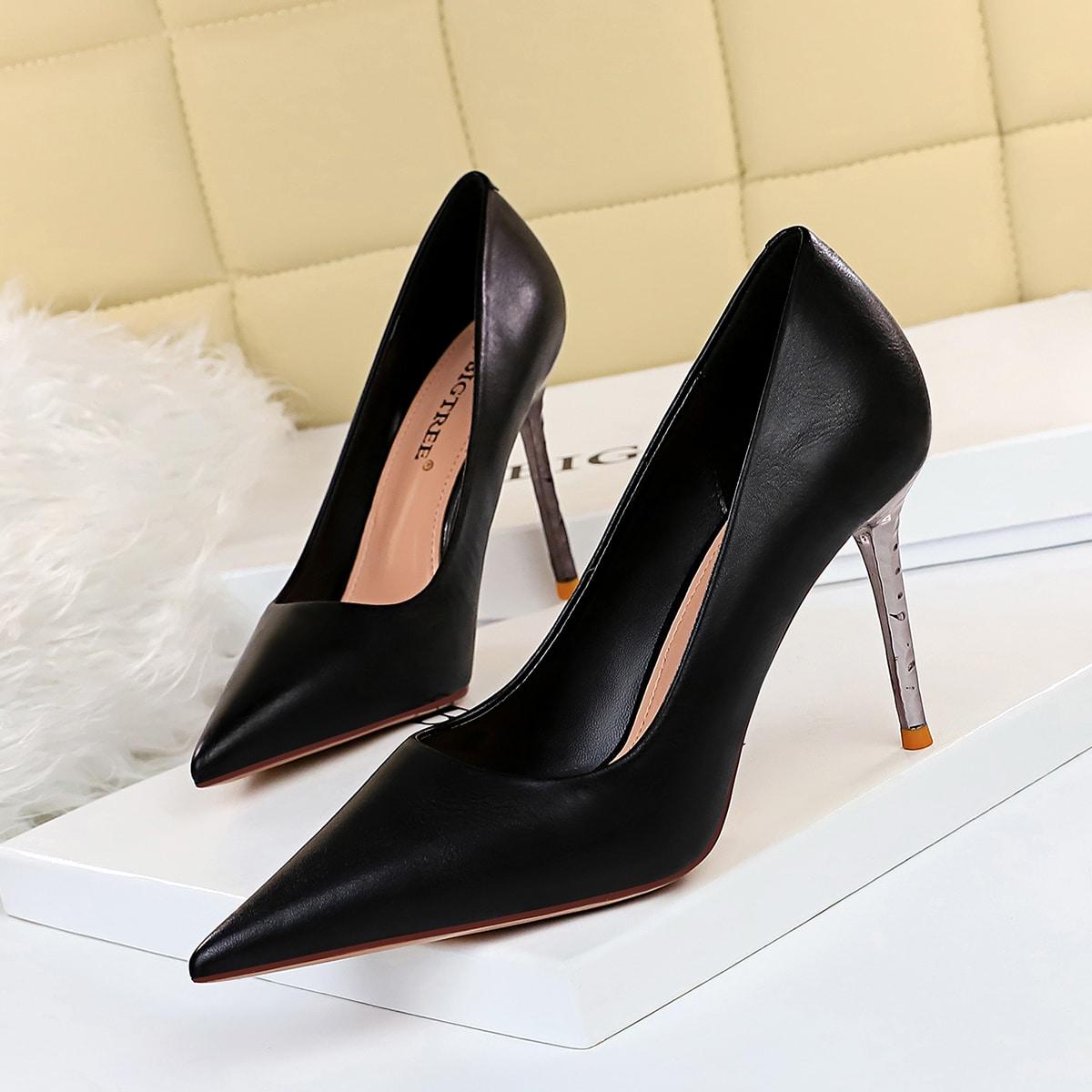 Минималистские туфли на шпильках