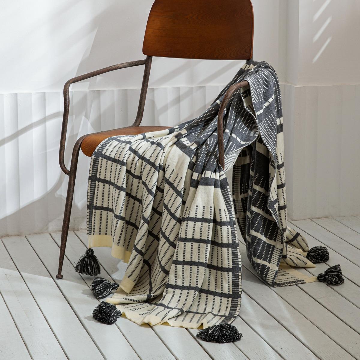 Striped Pattern Tassel Knitted Blanket