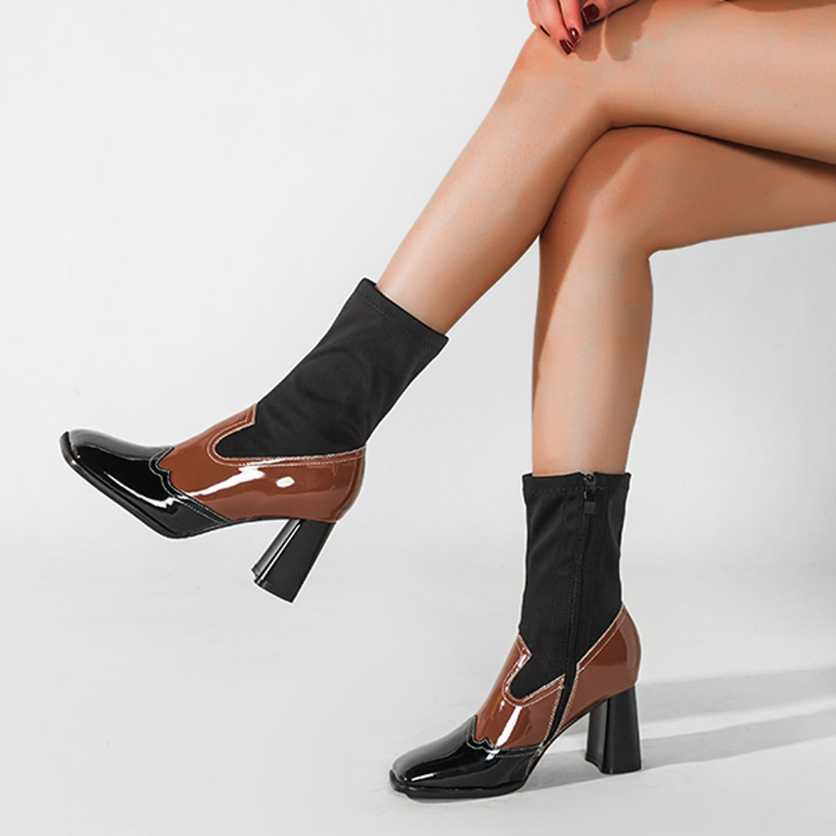 SHEIN / Zweifarbiger Stiefel mit quadratischer Zehenpartie