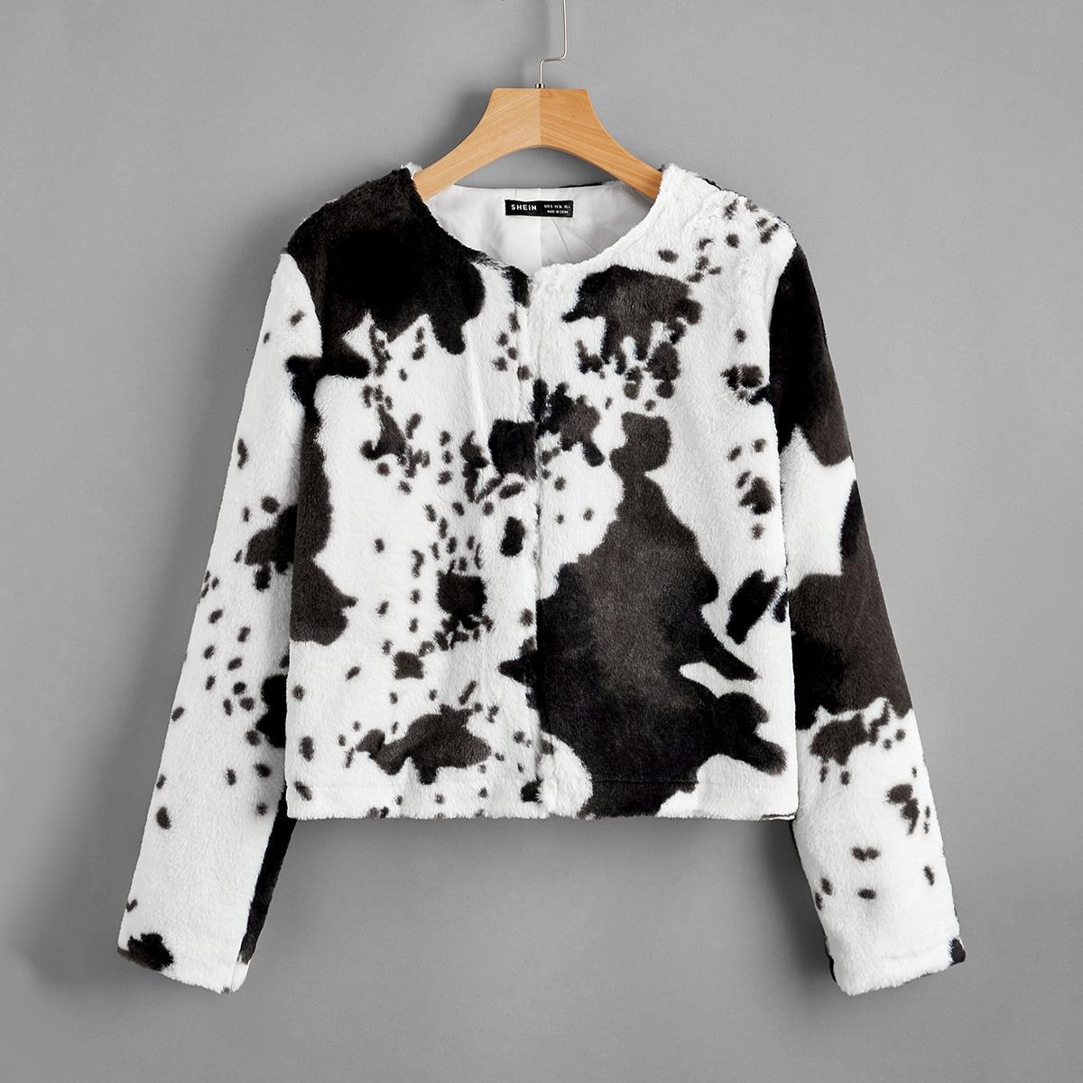 Пальто из искусственного меха с коровьим рисунком