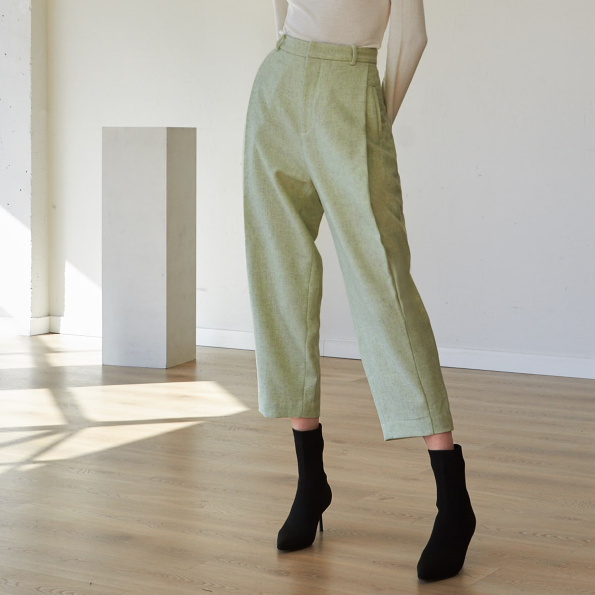 WOOL MIX CROPPED TAPERED PANTS