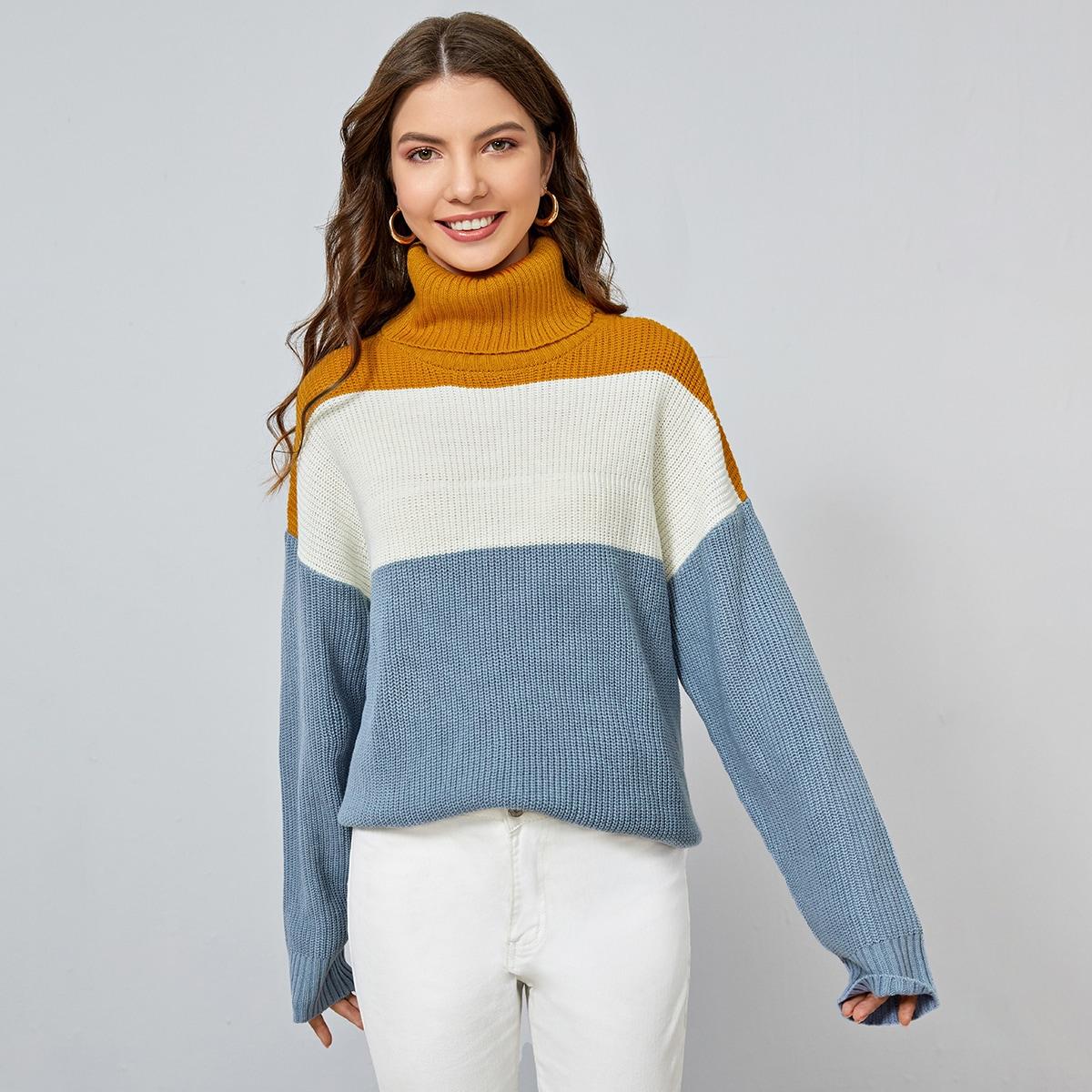 Контрастный свитер с высоким воротником