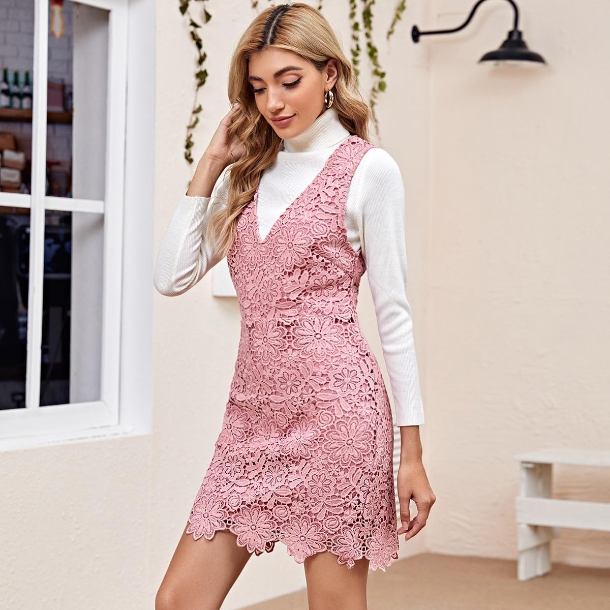 Кружевное платье-сарафан