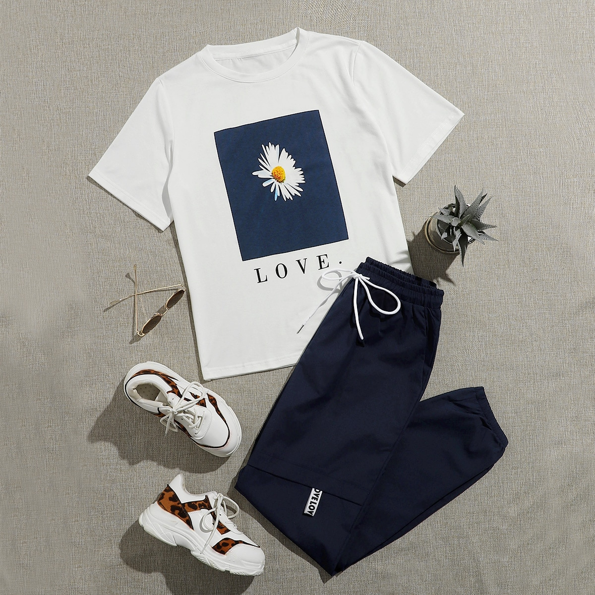 Daisy Print Tee With Drawstring Windbreaker Sweatpants