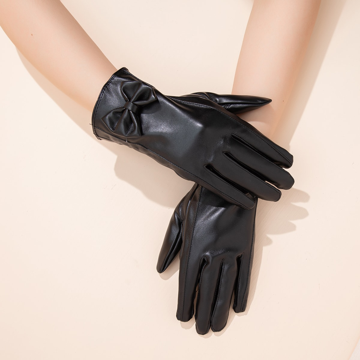 Перчатки с бантом
