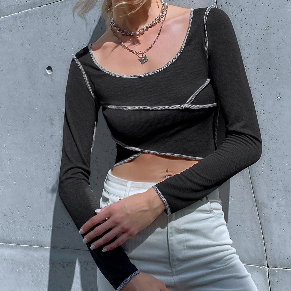 Camiseta tejida de canalé con puntada en contraste
