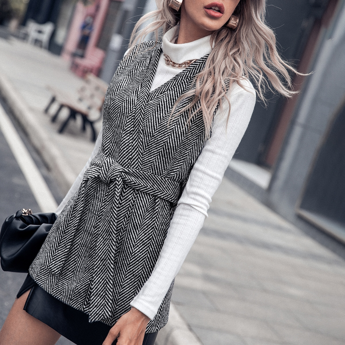 Abrigo chaleco tweed con cinturón de chevrón