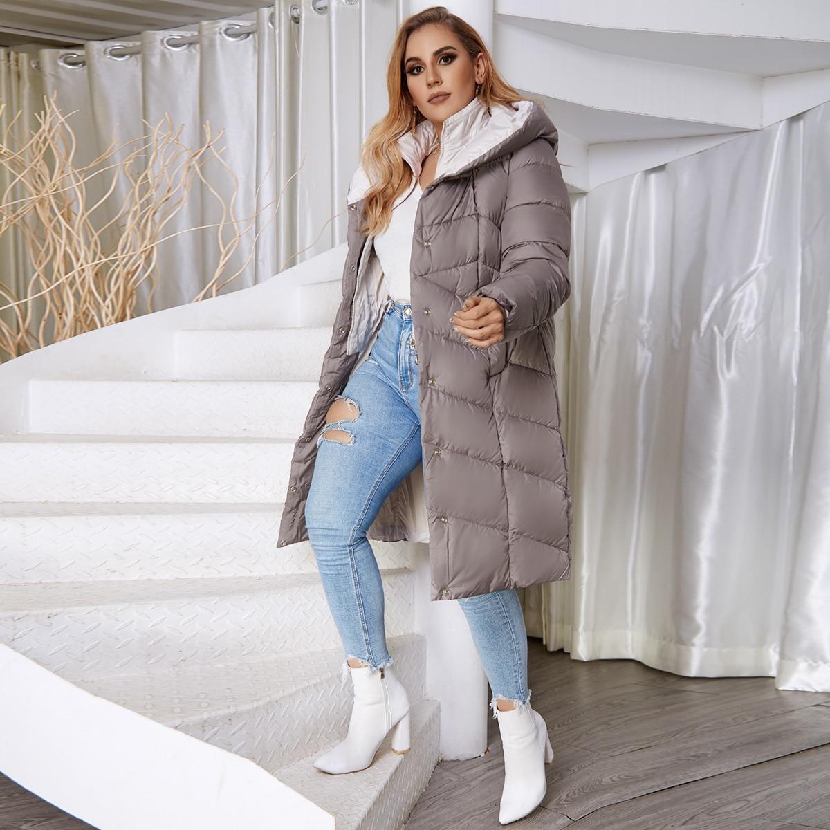 Astrid Daunenmantel mit Kontrast-Kunstpelz und Knöpfen vorne