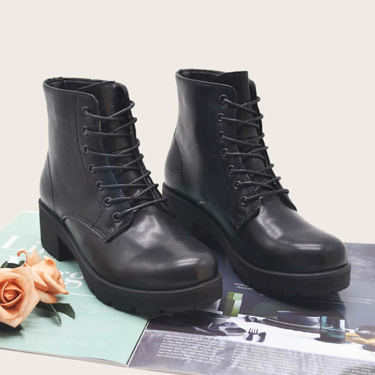 SHEIN / Minimalistische Stiefel mit Band vorne