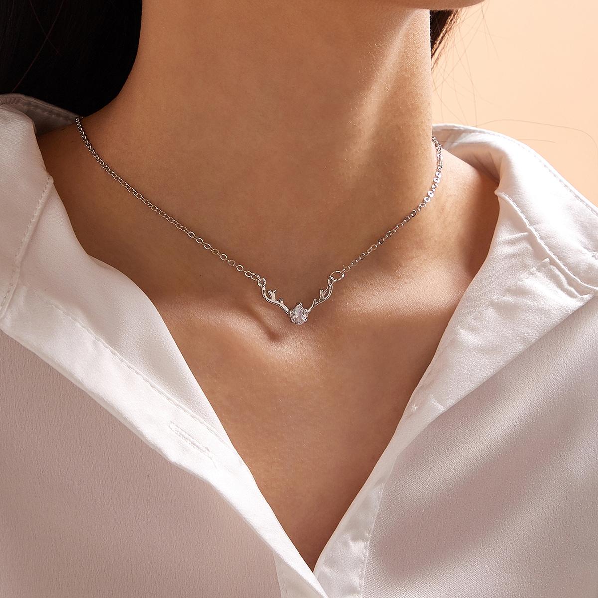 SHEIN / Weihnachten Halskette mit Hirsch Dekor