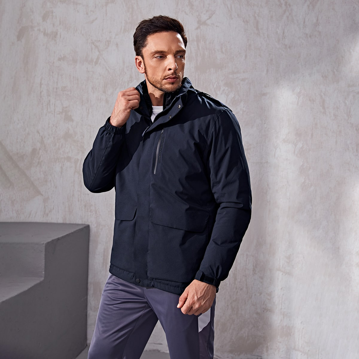 Men Flap Pockets Hooded Sports Jacket With Detachable Lined