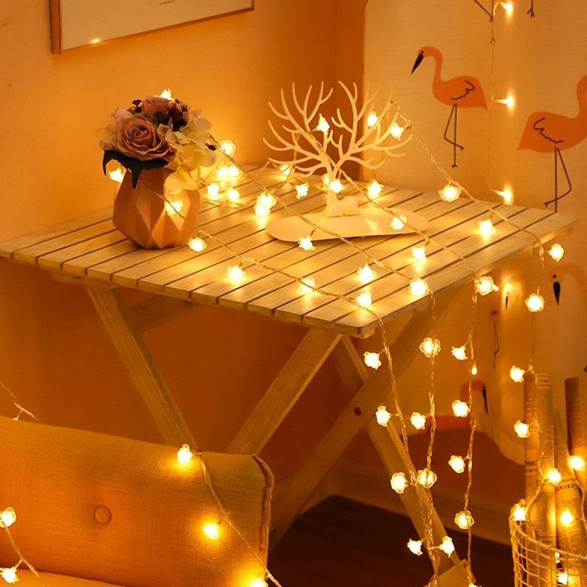 SHEIN / 1 Stück 1.5m Lichterkette mit 10 Stücke Rose förmigen Birne