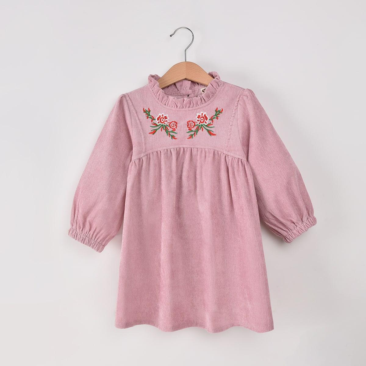 Vestido ajustado de cuello fruncido con bordado floral