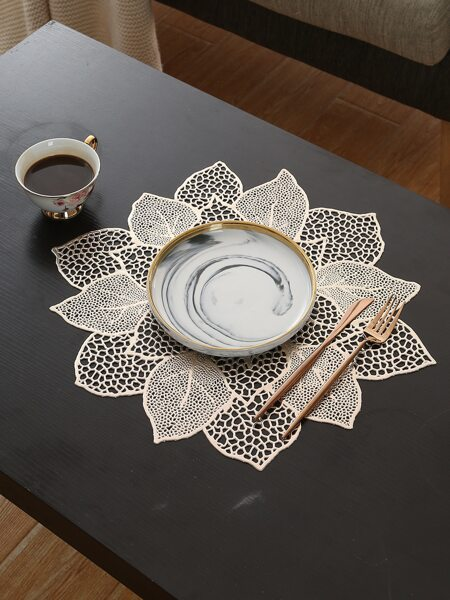 Leaf Shaped Hollow Placemat