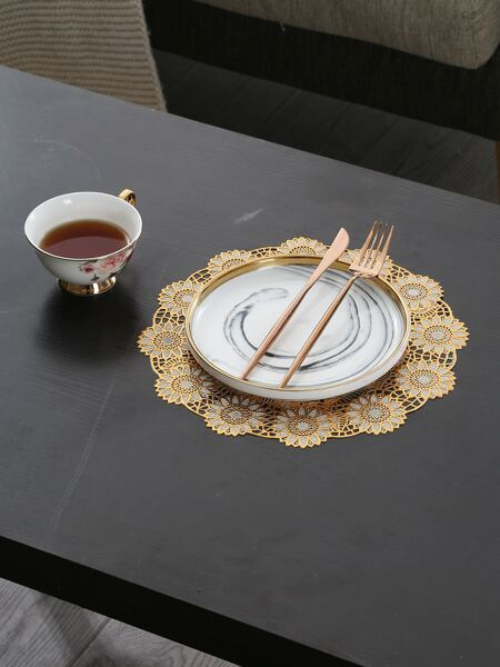 Round Flower Hollow Placemat