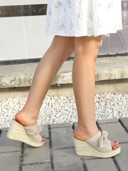 Knot Design Wedge Mules