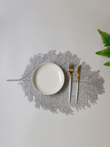 1pc Leaf Shaped Hollow Placemat