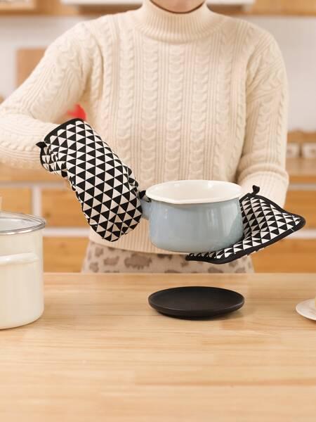1pc Triangle Print Oven Mitt & 1pc Heat Resistant Pad