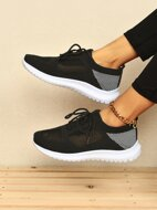 Lace-up Front Striped Pattern Knit Sneakers