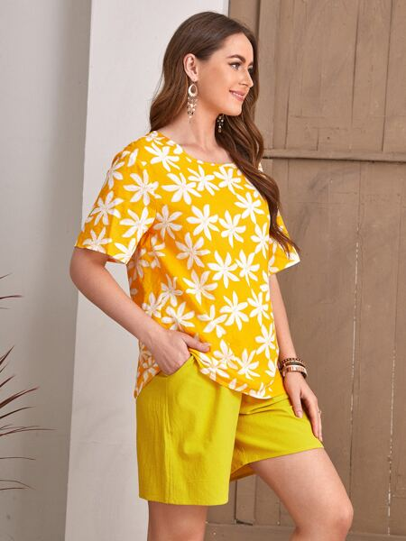 Floral Print Blouse With Slant Pocket Shorts