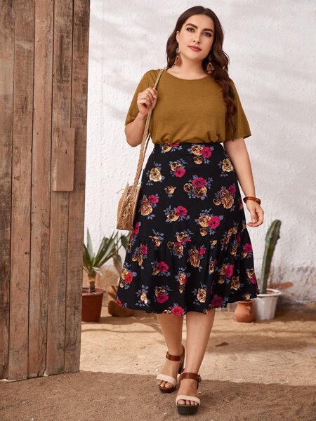 Plus Round Neck Tee & Floral Print Skirt Set