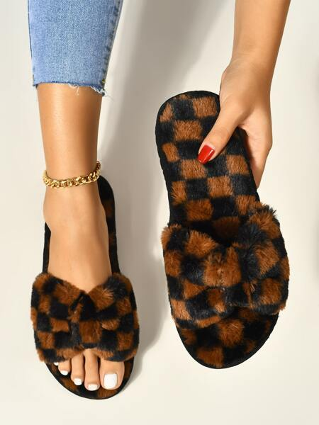 Checkered Graphic Fluffy Slippers