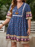 Plus Contrast Lace Ditsy Floral Smock Dress
