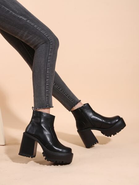 Minimalist Chunky Heeled Classic Boots