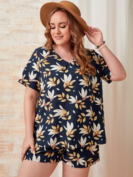 Plus Allover Leaves Print Blouse With Shorts