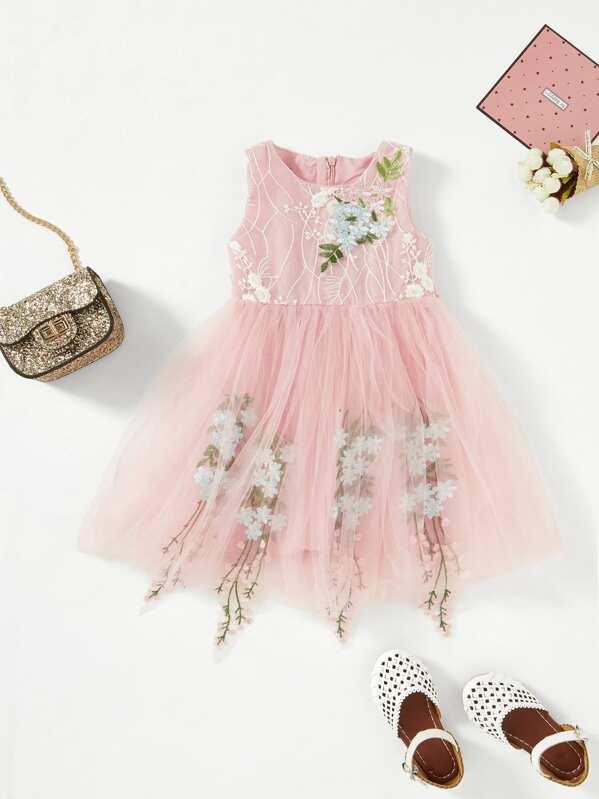 Платье с вышивкой, null